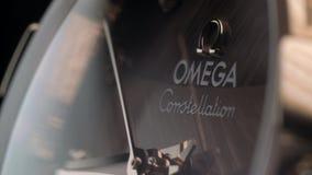 Reloj de la marca de Omega almacen de video