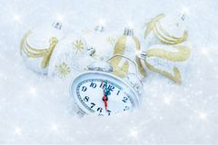 Reloj de la Navidad cinco minutos dejados Imagen de archivo libre de regalías