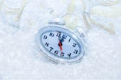 Reloj de la Navidad cinco minutos dejados Imágenes de archivo libres de regalías