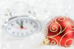 Reloj de la Navidad cinco minutos dejados Foto de archivo libre de regalías