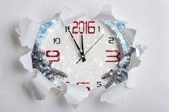 Reloj de la Navidad en el marco del papel rasgado Foto de archivo
