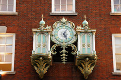 Reloj de la pared de la vendimia Foto de archivo libre de regalías