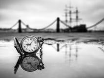 Reloj de la reflexión Fotografía de archivo