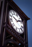 Reloj de la torre de la ciudad Fotos de archivo libres de regalías