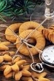 Reloj de las galletas del pan de jengibre y del suizo del vintage Foto de archivo
