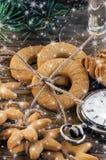 Reloj de las galletas del pan de jengibre y del suizo del vintage Imagen de archivo
