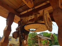 Reloj de madera imagen de archivo libre de regalías
