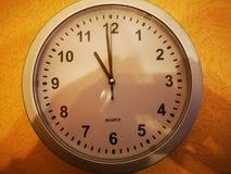 reloj de 11 o fotos de archivo libres de regalías