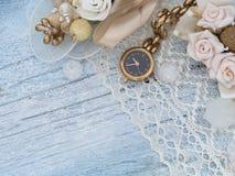 Reloj de oro, femenino Fotografía de archivo