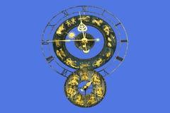 Reloj de oro viejo con las muestras del zodiaco Imagen de archivo libre de regalías
