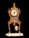 Reloj de péndulo de cobre amarillo de la vendimia antigua fotografía de archivo libre de regalías