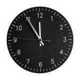 Reloj de pared aislado con sus manos en 5 a 12 Fotos de archivo