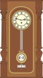 Reloj de pared antiguo con un péndulo Imagenes de archivo