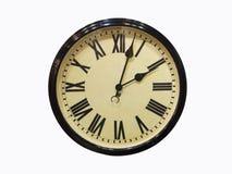Reloj de pared antiguo viejo aislado en el reloj de pared antiguo viejo blanco Fotos de archivo libres de regalías