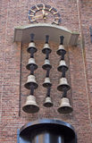 Reloj de pared de la calle con las campanas imagen de archivo libre de regalías