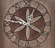 Reloj de pared de madera Imágenes de archivo libres de regalías