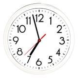 Reloj de pared negro Aislado en el fondo blanco Imágenes de archivo libres de regalías