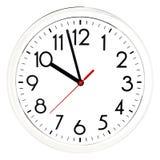 Reloj de pared negro Aislado en el fondo blanco Fotos de archivo libres de regalías