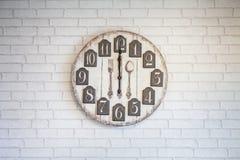 Reloj de pared retro del vintage Fotos de archivo