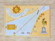 Reloj de sol artístico en Aiello del Friuli Fotos de archivo libres de regalías