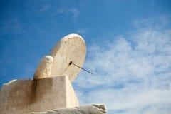 Reloj de sol de piedra blanco Foto de archivo libre de regalías