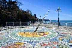 Reloj de sol del mosaico con las muestras del zodiaco Fotografía de archivo libre de regalías