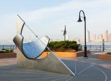 Reloj de sol ecuatorial en el lugar del intercambio de Jersey City Imágenes de archivo libres de regalías