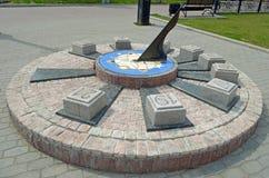 Reloj de sol en el cuadrado en la ciudad de Irkutsk, Rusia Imágenes de archivo libres de regalías
