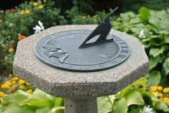 Reloj de sol en el pedestal de piedra Imágenes de archivo libres de regalías