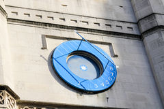 Reloj de sol en iglesia del ` s del St Margareth cerca de la abadía de Westminster Foto de archivo libre de regalías