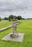Reloj de sol en Lacock Abbey Garden Imagenes de archivo