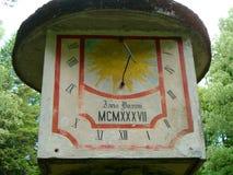 Reloj de sol viejo Fotos de archivo libres de regalías