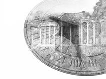 Reloj de sol y columna vieja que construyen la exposición doble Fotos de archivo libres de regalías