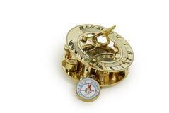 Reloj de sol y compás de cobre amarillo Imagen de archivo