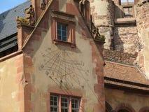 Reloj de Sun en la fachada del castillo de Heidelberg Foto de archivo