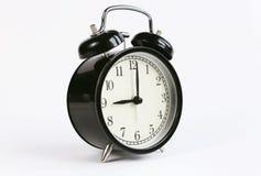 Reloj de tabla clásico en un fondo blanco Foto de archivo libre de regalías