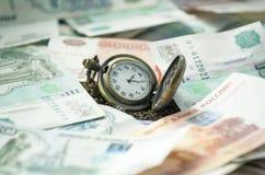 Reloj de tiempo de la rublo del dinero Imágenes de archivo libres de regalías