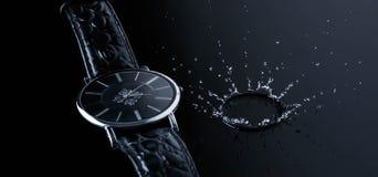 Reloj de tiempo del movimiento de la acción del chapoteo del agua del reloj, reflaction, mañana, concepto Fotografía de archivo