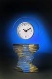Reloj decorativo en zócalo   Foto de archivo