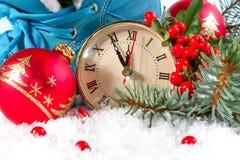 Reloj del Año Nuevo con las bolas de la Navidad Foto de archivo
