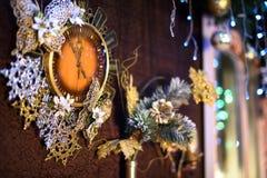 Reloj del Año Nuevo con las luces Foto de archivo libre de regalías