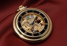 Reloj del bolsillo en oro Imagenes de archivo