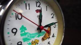 Reloj del escritorio del vintage almacen de metraje de vídeo