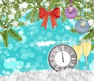 Reloj del fondo del Año Nuevo con el árbol de pino de los vidrios del champán Imágenes de archivo libres de regalías