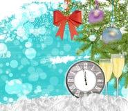 Reloj del fondo del Año Nuevo con el árbol de pino de los vidrios del champán Fotografía de archivo