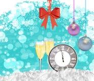 Reloj del fondo del Año Nuevo con los vidrios del champán y el arco rojo Imagen de archivo libre de regalías