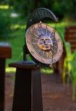 Reloj del reloj de sol del jardín Imágenes de archivo libres de regalías