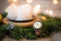 Reloj del ` s del Año Nuevo en la medianoche Fotos de archivo