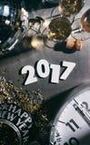Reloj del ` s Eve Grunge Background With Midnight del Año Nuevo 2017 Imagen de archivo