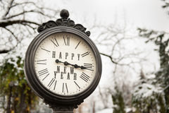 Reloj del vintage con Feliz Año Nuevo del título Fotografía de archivo libre de regalías